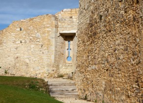 Chateau de Falaise - Meurtrière et rempart