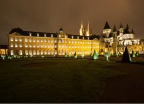 Exterieur de l'Abbaye aux Hommes de nuit