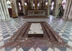 Tombeau de Guillaume le Conquérant à l'intérieur de L'Abbaye aux Hommes