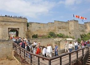 Le Château de Caen à l'extérieur des remparts